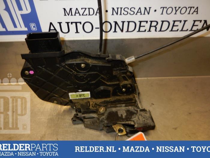Mazda 3 Sport (BK14) 1.6i 16V 2006 Slotmechaniek Portier 4Deurs links-achter (klik op de afbeelding voor de volgende foto)