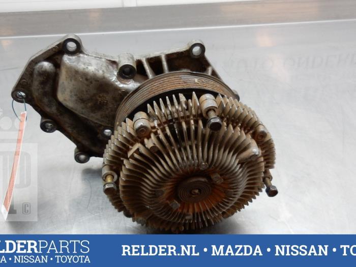 Nissan Patrol GR (Y61) 3.0 GR Di Turbo 16V 2002 Koelvloeistof pomp (klik op de afbeelding voor de volgende foto)