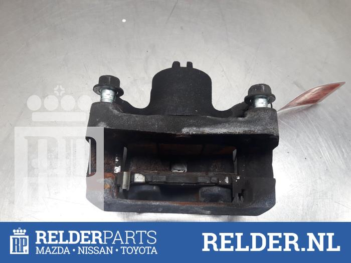 Nissan Juke (F15) 1.6 16V 2013 Remklauw (Tang) links-voor (klik op de afbeelding voor de volgende foto)