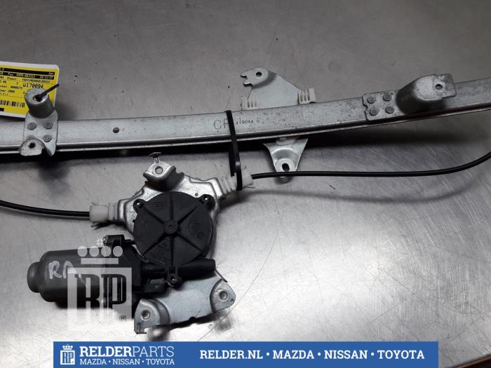Nissan Navara (D40) 2.5 dCi 16V 4x4 2008 Raammechaniek 4Deurs rechts-achter (klik op de afbeelding voor de volgende foto)