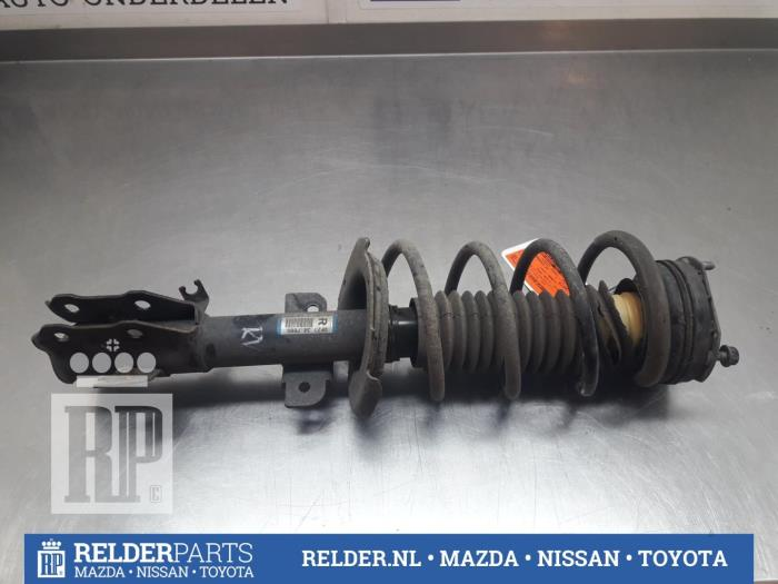 Mazda 2 (DE) 1.3 16V S-VT 2010 Voorpoot rechts (klik op de afbeelding voor de volgende foto)