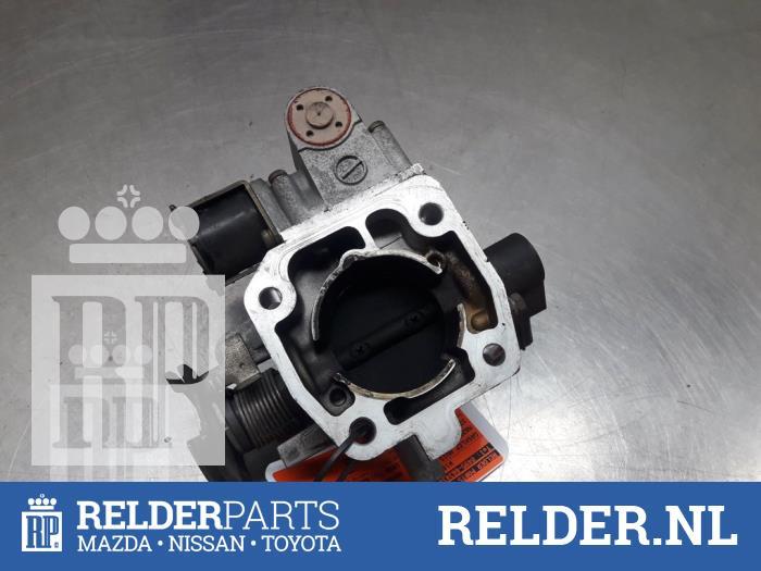 Mazda 323 C (BA13) 1.5i 16V 1996 Gasklephuis (klik op de afbeelding voor de volgende foto)