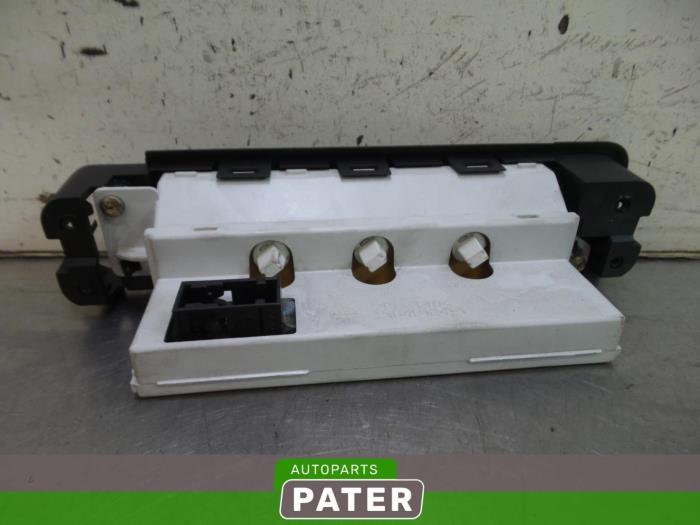 Gebruikte peugeot 406 coup 8c 3 0 v6 24v display for Auto onderdelen interieur