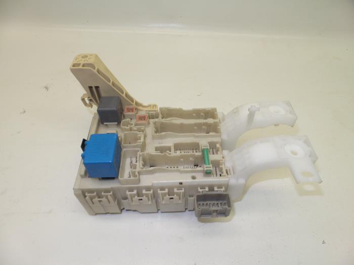 fuse box for toyota yaris 8273052700 827410d030 japoto nl fuse box