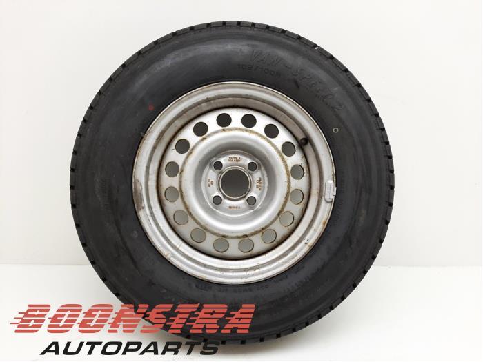 Diverse Wohnwagen Felge + Reifen