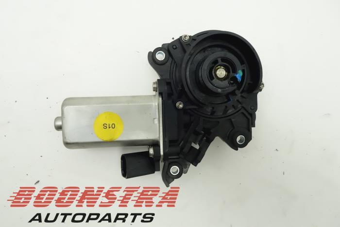 Audi A8 Sluithulpmotor portier links-achter
