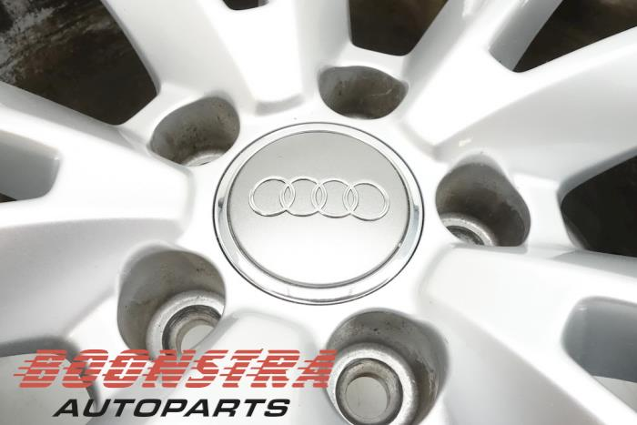 Velg + Band van een Audi A6 Avant (4GA) 3.0 TDI V6 24V Quattro 2018