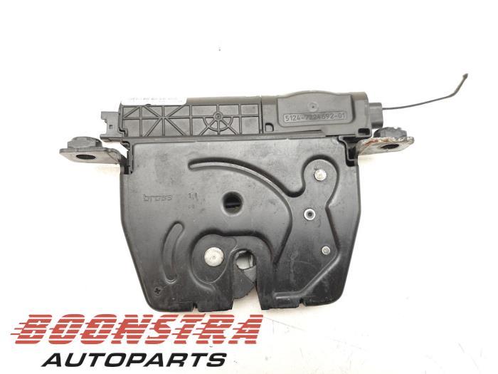 BMW 5-Serie Tailgate lock mechanism