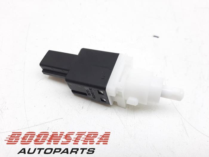 Ferrari California Brake light switch