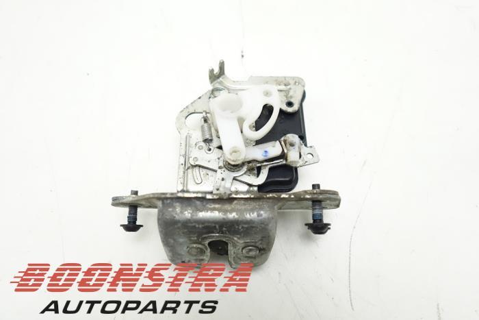 Dodge Nitro Tailgate lock mechanism