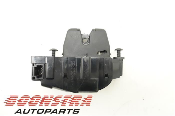 Peugeot 308 Tailgate lock mechanism
