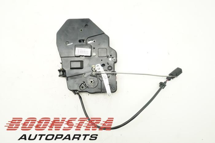 Volkswagen Caddy Minibus/van rear door lock mechanism