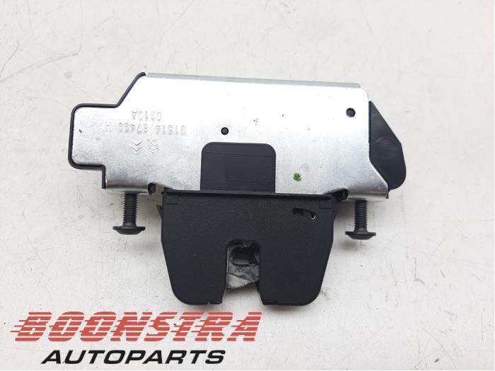 Peugeot 3008 Tailgate lock mechanism