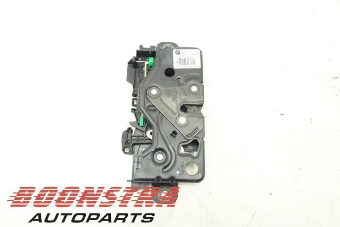 BMW X3 Boot lid lock mechanism