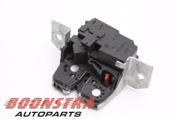 Mercedes B-Klasse Tailgate lock mechanism