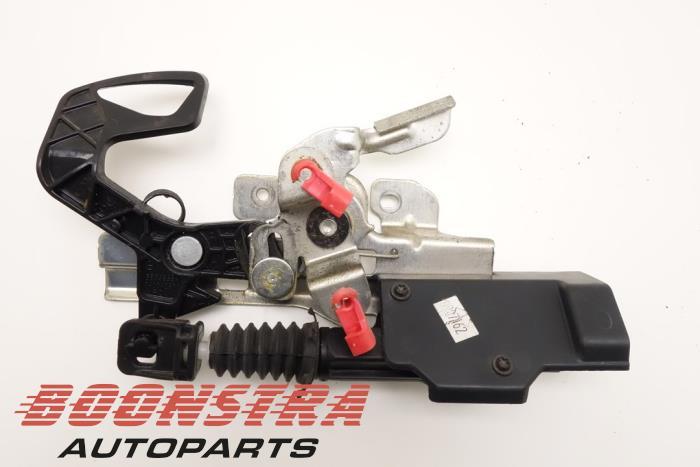 Dodge RAM Boot lid lock mechanism