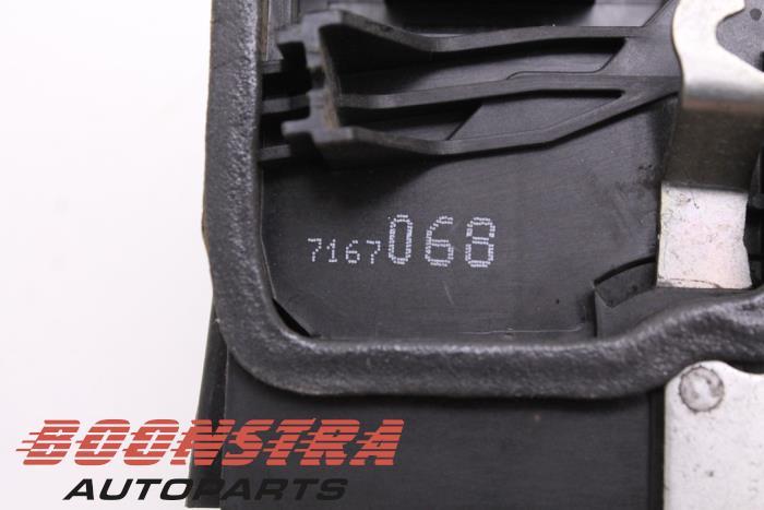 Front door lock mechanism 4-door, right BMW 1-Serie (51217202146, 7167068)