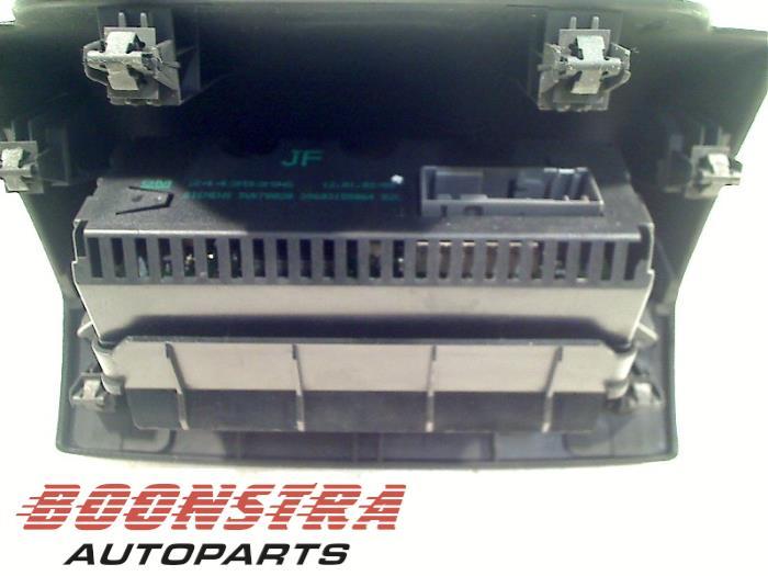 Boonstra autoparts gebruikte display interieur voor for Interieur opel vivaro