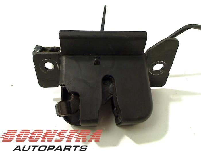 Kia Rio Tailgate lock mechanism