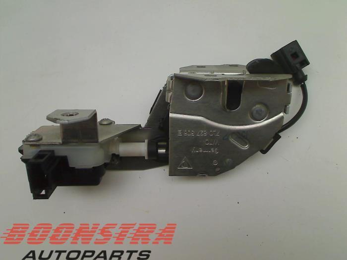 Porsche Cayenne Tailgate lock mechanism