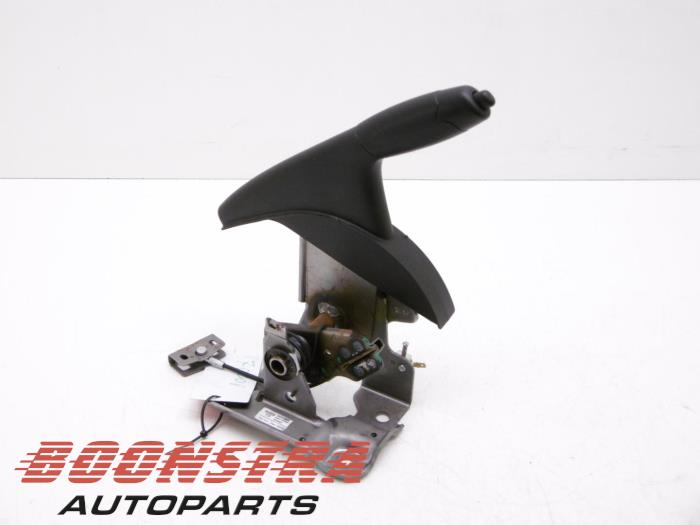 Nissan Juke Parking brake lever