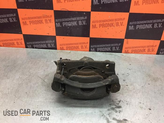 Remklauw (Tang) links-voor - Peugeot 108 - O61383