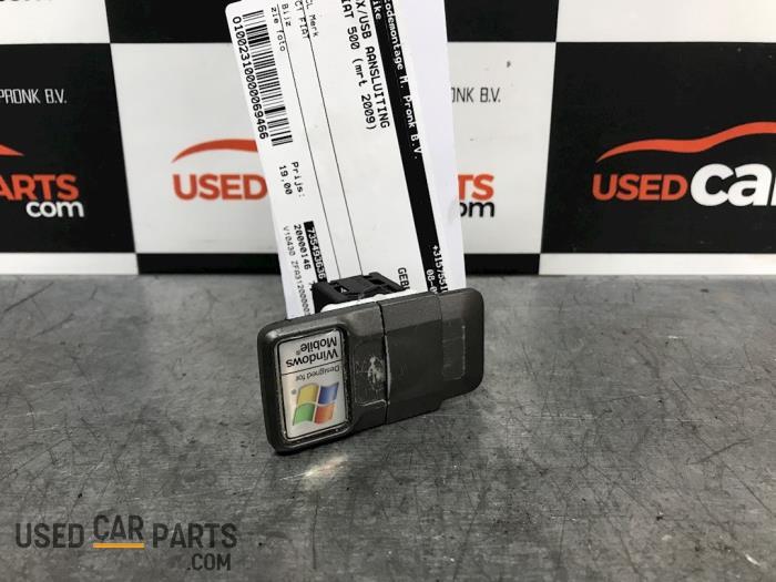 AUX/USB aansluiting - Fiat 500 - O69466