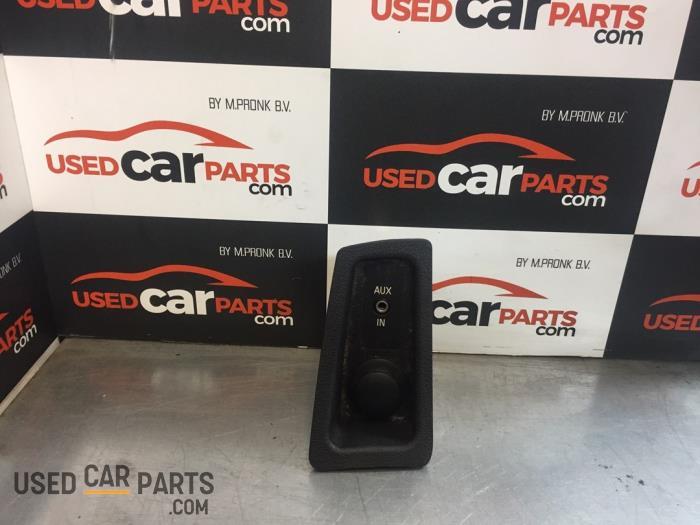 AUX/USB aansluiting - BMW 1-Serie - O82153