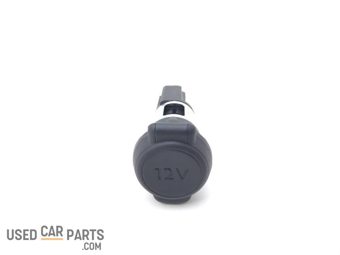 12 Volt aansluiting - Peugeot 2008 - O93674