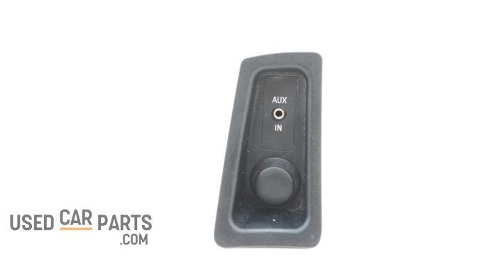 12 Volt aansluiting - BMW 1-Serie - O94349