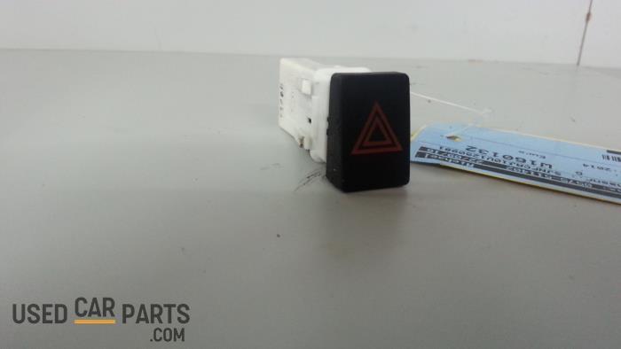 Paniekverlichtings Schakelaar - Nissan Qashqai - O32420