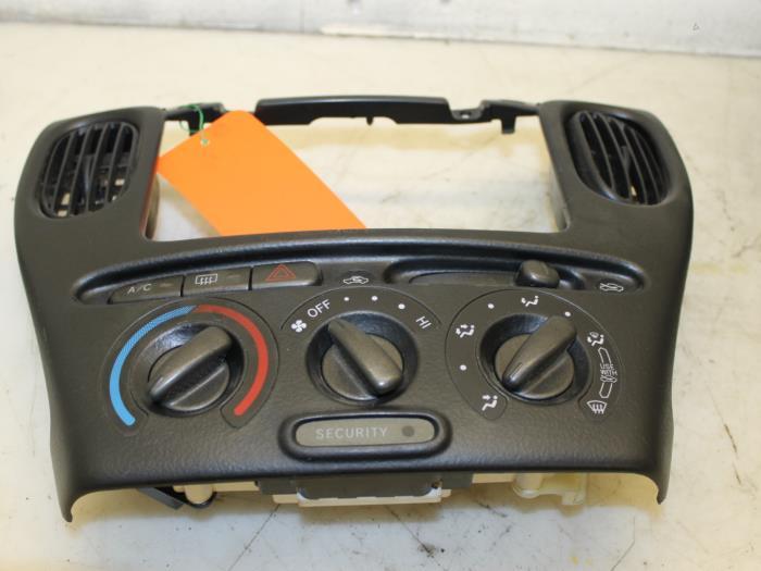 Toyota Verso Nieuw Model >> Kachel bediening voor Toyota Yaris Verso - Van Gils Automotive