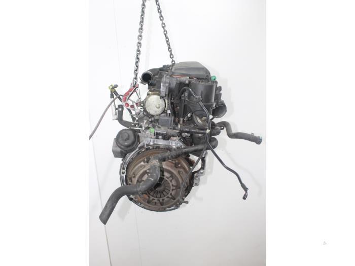 Motor Mazda 2.  F6JA 4