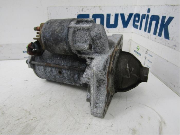 Startmotor van een Renault Espace (JK) 2.0 dCi 16V 130 FAP 2007