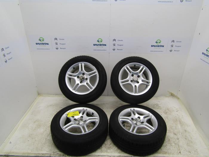 Gebruikte Renault Clio Velgen Set Banden 18560r14