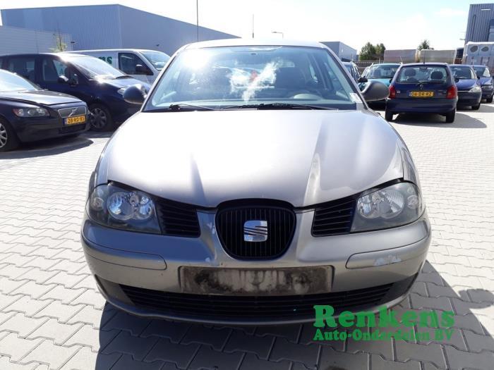 Voorbumper van een Seat Ibiza III (6L1) 1.4 16V 75 2002