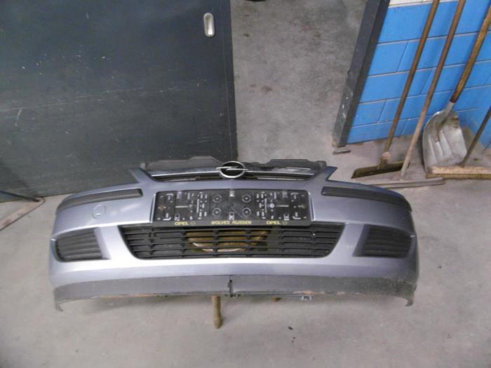 Voorbumper van een Opel Corsa C (F08/68) 1.2 16V 2004