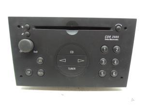 Radio CD Speler van een Opel Omega Foto 1