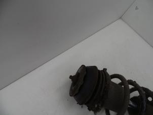 Schokdemperpoot rechts-voor van een Opel Meriva Foto 2