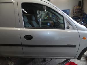 Portier 2Deurs rechts van een Opel Combo Foto 1