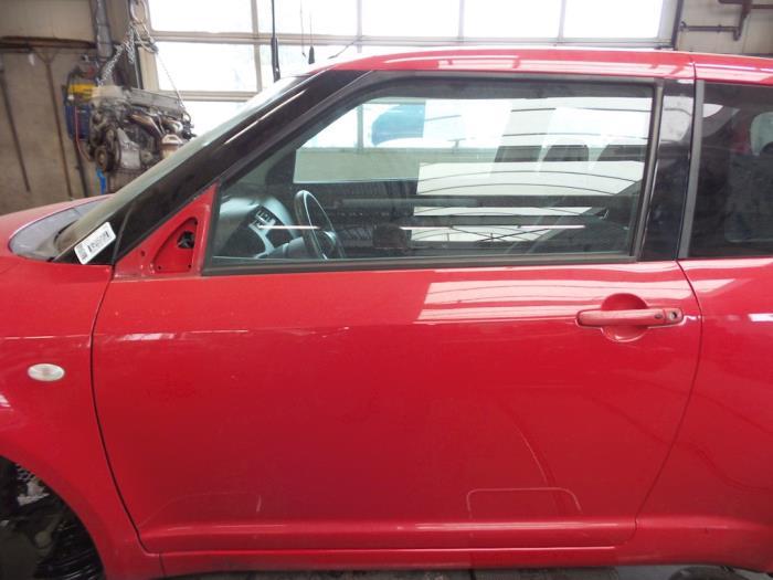 Suzuki Swift Portière 2portes gauche - pièces de voiture 6567d670fe4