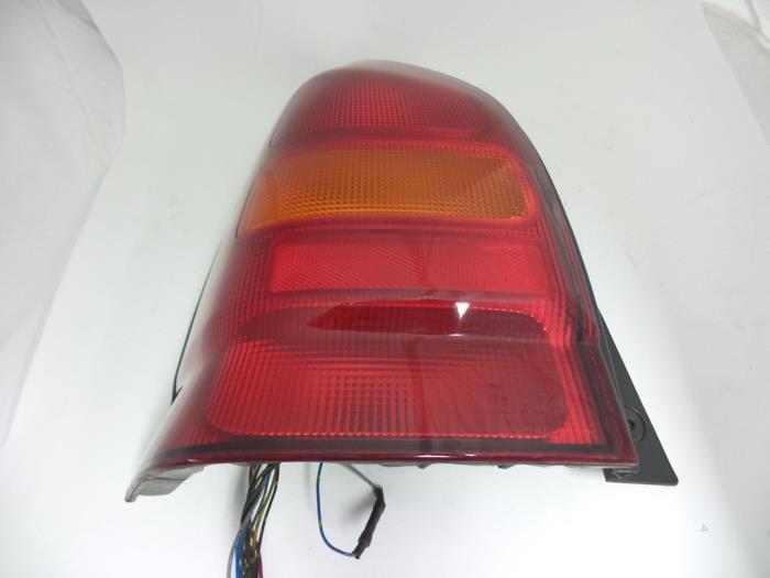 Suzuki Alto Feu arrière gauche - pièces de voiture d66db2a84ab