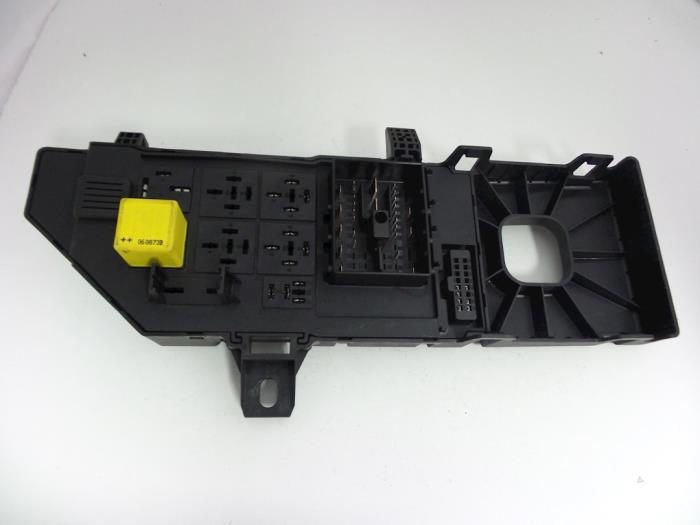 Opel Vectra Fuse box - car parts on