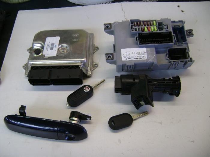 gebruikte fiat panda 312 0 9 twinair turbo 85 computer inspuit 51926679 312a20 autobedrijf. Black Bedroom Furniture Sets. Home Design Ideas