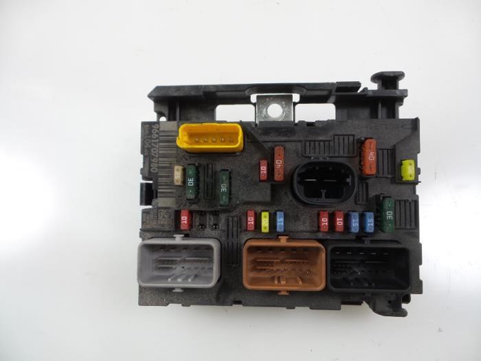 peugeot 307 fuse box access detailed schematics diagram rh jvpacks com peugeot 307 cc fuse box location Peugeot 306