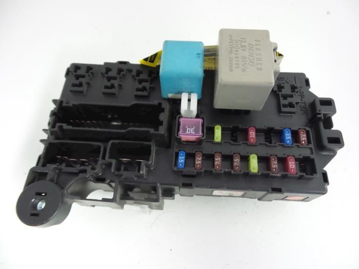 Daihatsu Sirion Fuse box - car parts on