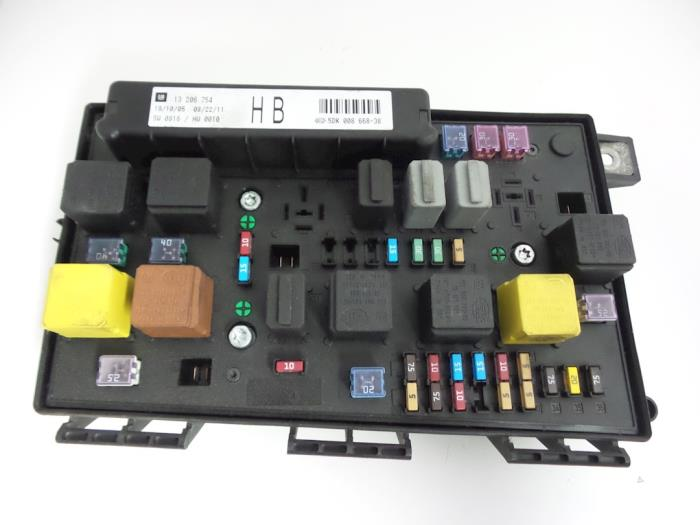 Opel Astra Fuse box - car parts on