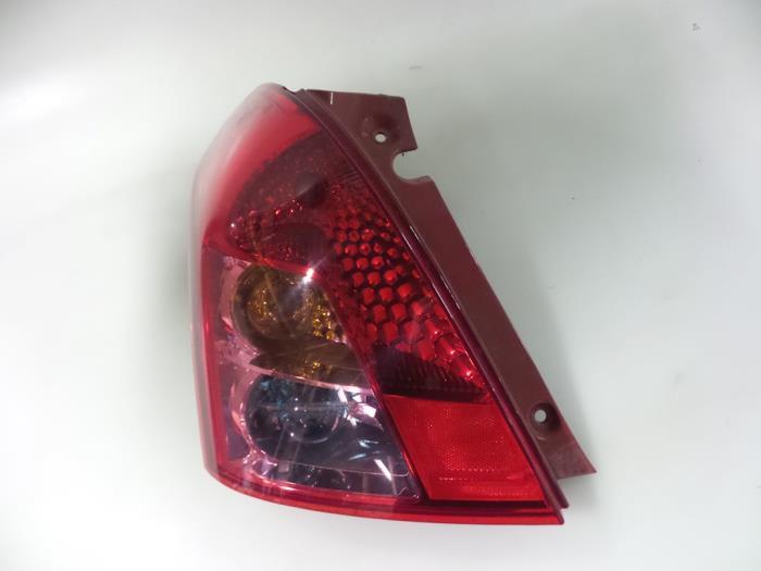 Suzuki Swift Feu arrière gauche - pièces de voiture e5f83859cc2