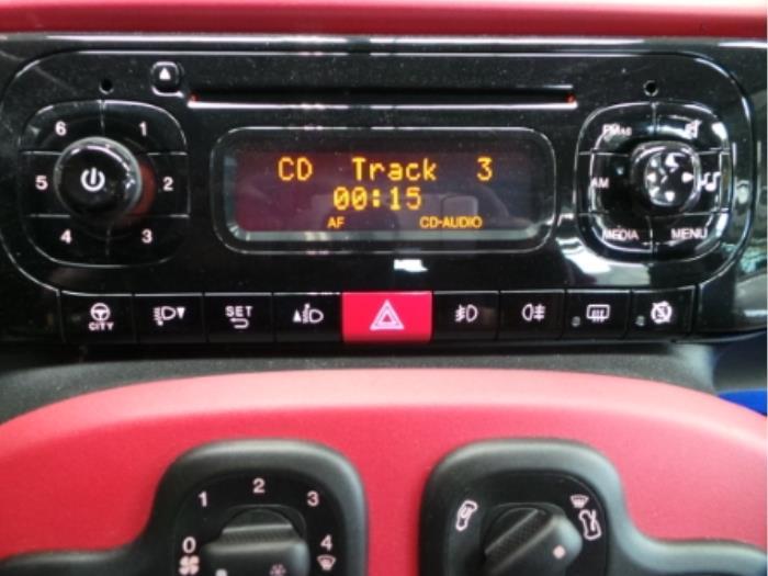 gebruikte fiat panda 312 0 9 twinair turbo 85 radio cd speler 735589325 autobedrijf. Black Bedroom Furniture Sets. Home Design Ideas