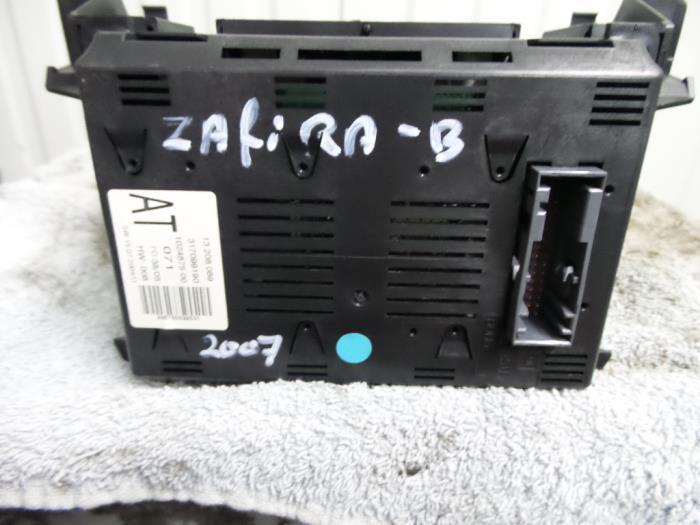 Gebruikte opel zafira b display interieur 13208089 z22yh for Interieur zafira b